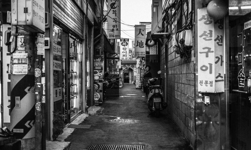 Streetphotography Street Blackandwhite Streetphoto_bw People Watching Alley Eye4photography  EyeEm Best Shots EyeEm Korea