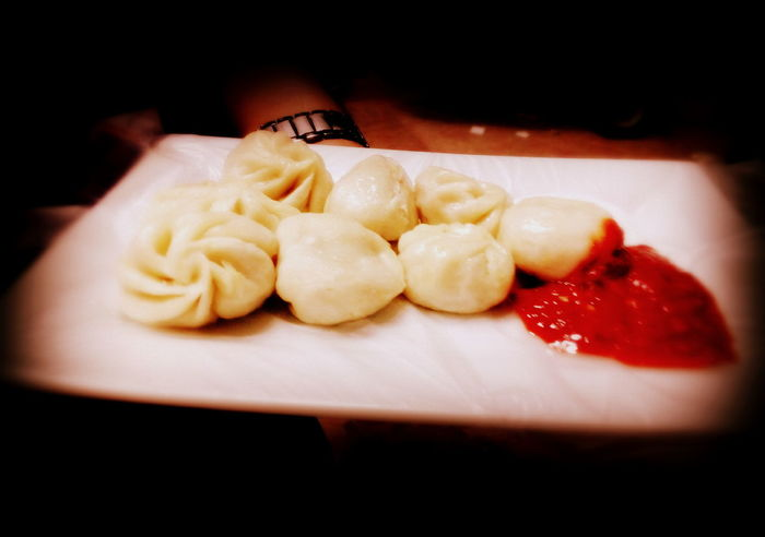 Evening walk and dine @ street. #ChineseFood #evening #Food #foodphotography #friends #Momo #Rednwhite #Snacks.