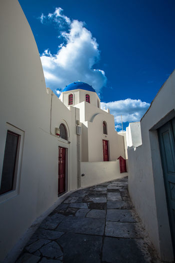 Oia village in Santorini island, Greece. Architecture Grecia GREECE ♥♥ House Island Landscapes With WhiteWall Oia Oia Santorini Oia Village Residential Structure Santorini, Greece Sea Seaside Street Sunlight Tranquil Scene Tranquility Travel Village Village View Volcano