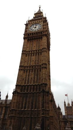 Big Ben Travel Destinations Architecture Tower History Clock Cloud - Sky Travel Sky Urban Skyline Cityscape No People London England🇬🇧 Low Angle View The Architect - 2017 EyeEm Awards EyeEm LOST IN London Adventures In The City