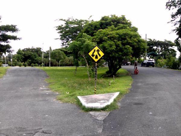 Visual Statements Street Photography TheWorldNeedsMoreYellow Eyeem Philippines Walk This Way Just Around The Corner