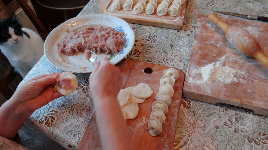 Мастер класс от мамы - изготовление домашних пельменей. Master class from my mom - make homemade dumplings. Cooking Cooking At Home Dumplings Food Food Photography Food Porn Foodphotography Foodporn Handmade Handmade By Me Handmade For You Homemade Dumplings Homemade Food Macro Master Class Master Class From My Mom Meat Meat Dumplings Meat! Meat! Meat! People Preparation  Rolling Pin Russia Zhavoronki мамина стряпня