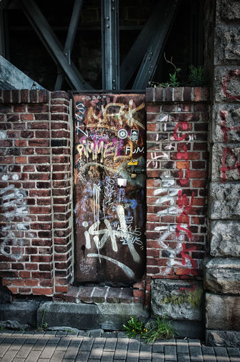 Architecture Brick Wall Built Structure Dor Dreck Grafitty Old Outdoors