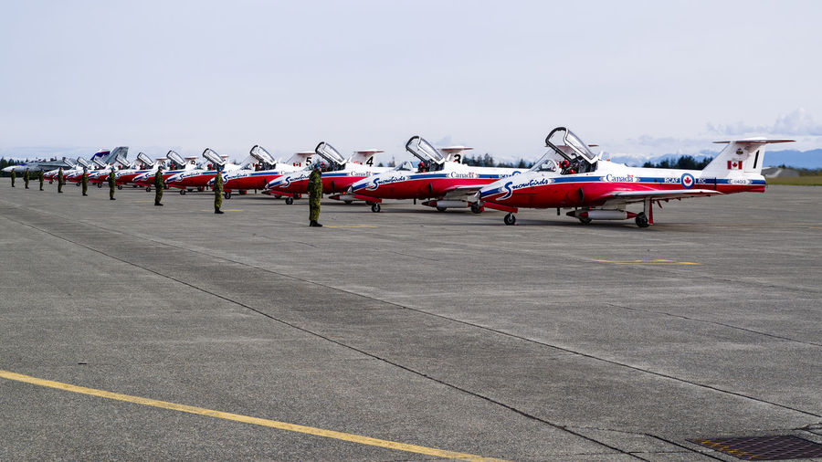 Leading Lines Aircraft Repetitive Snowbirds