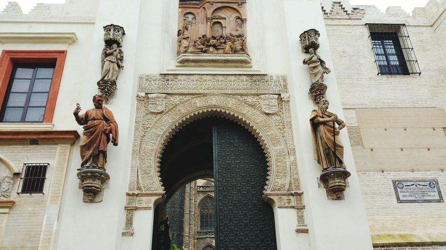 Catedralsevilla Puertadelperdon recién restaurada