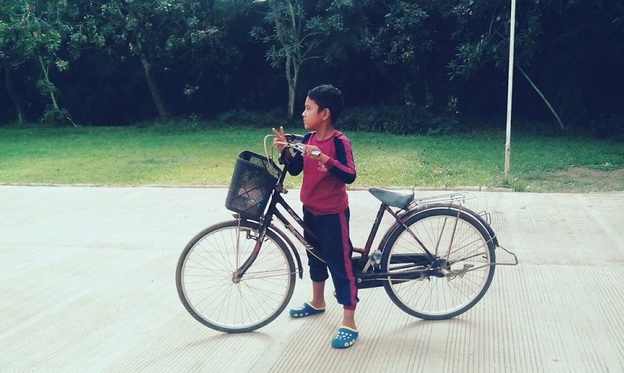 Bicycle Going By Bicycle Olahraga Santai sepeda Children Of The World Kid Anak Anak Peace ✌ Damai Nature Street Photography Smartphone Photography Amateur Photography