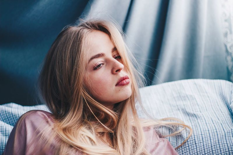 18 апреля. Сплю EyeEm Selects One Person Real People Indoors  Portrait Lifestyles Long Hair Front View Young Women Young Adult Headshot Leisure Activity Relaxation Casual Clothing Women Lying Down Teenager Beautiful Woman Hairstyle Furniture Hair