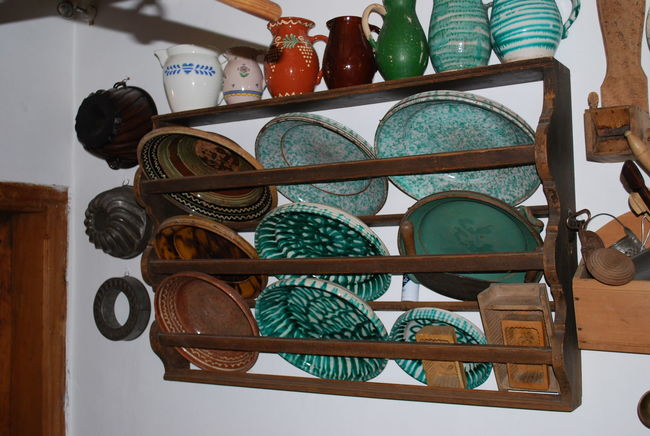 Arrangement Choice Houseware Housewares Indoors  Large Group Of Objects No People Old Old Plate Old Plates Plate Plates Retail  Shelf Variation