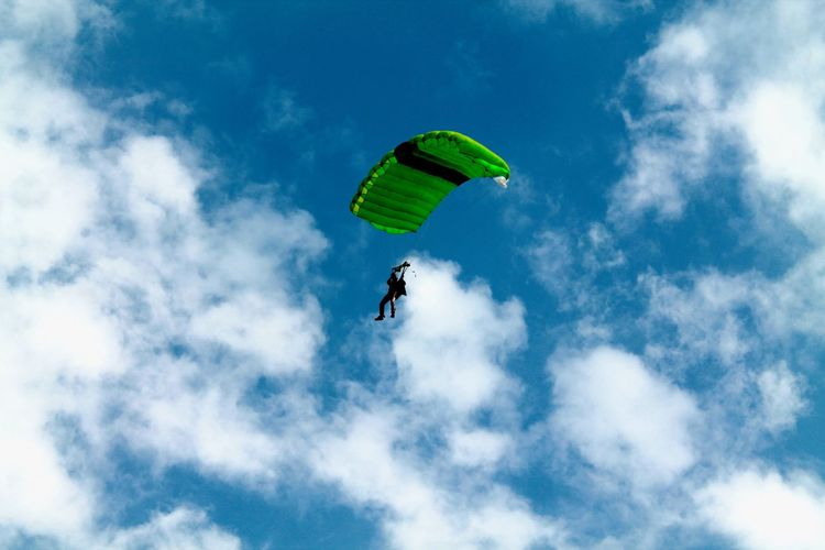 spectacular cloud Extreme Sports Sky Mid-air Adventure Sport Flying Paragliding Parachute Cloud - Sky Low Angle View Leisure Activity Joy One Person Freedom Nature Day Exhilaration Unrecognizable Person Lifestyles Outdoors Skydiving Parasailing