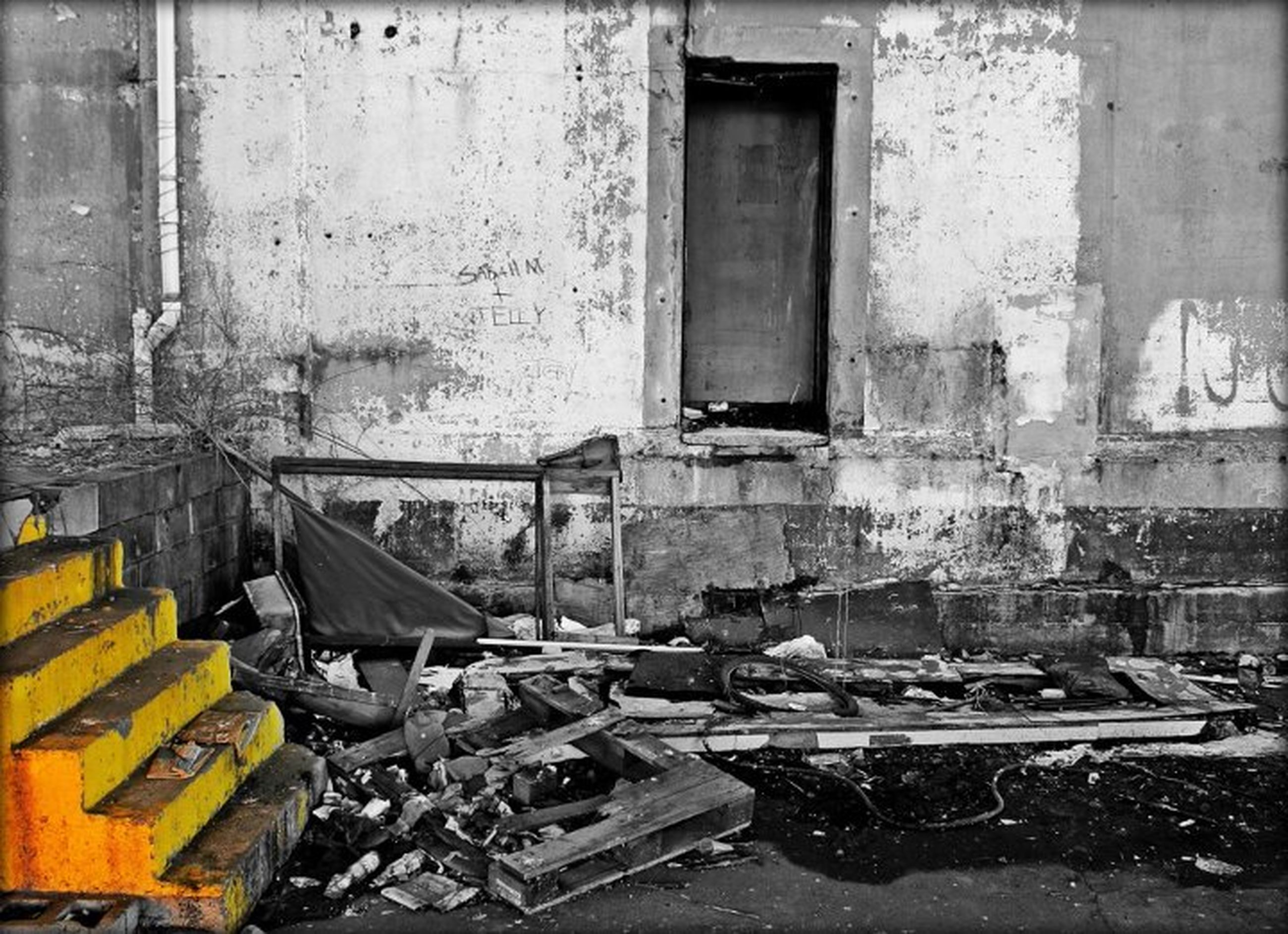 architecture, built structure, building exterior, transportation, mode of transport, abandoned, land vehicle, damaged, obsolete, old, deterioration, run-down, window, stationary, parked, weathered, house, parking, building, bad condition