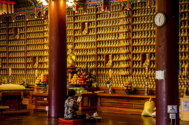 Abundance Arrangement Bongeunsa Buddha Statue Buddhism Buddhist Temple Choice City Life Collection Culture Display For Sale Hanging Horizontal Symmetry In A Row Indoors  Large Group Of Objects Market Market Stall Multi Colored Order Ornate Religion Retail  Variation