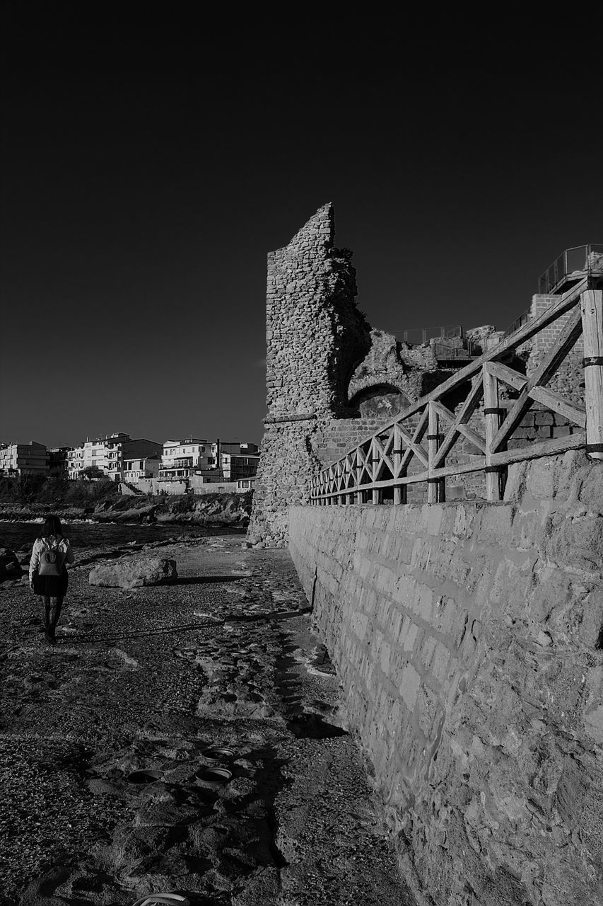 architecture, built structure, sky, building exterior, nature, clear sky, day, history, building, the past, real people, ancient, old, wall, outdoors, men, copy space, the way forward, fort, stone wall, ruined, ancient civilization