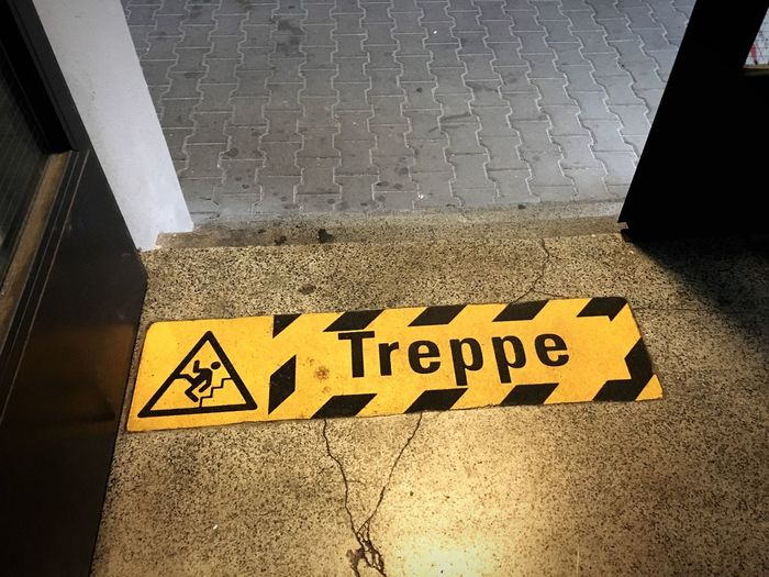 Obacht! Treppe Paint The Town Yellow
