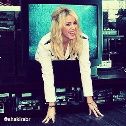 Samara que nada. Bom mesmo seria se a Shakira saísse da sua TV. HumorShakir ístico Shakirabrasil Shakira
