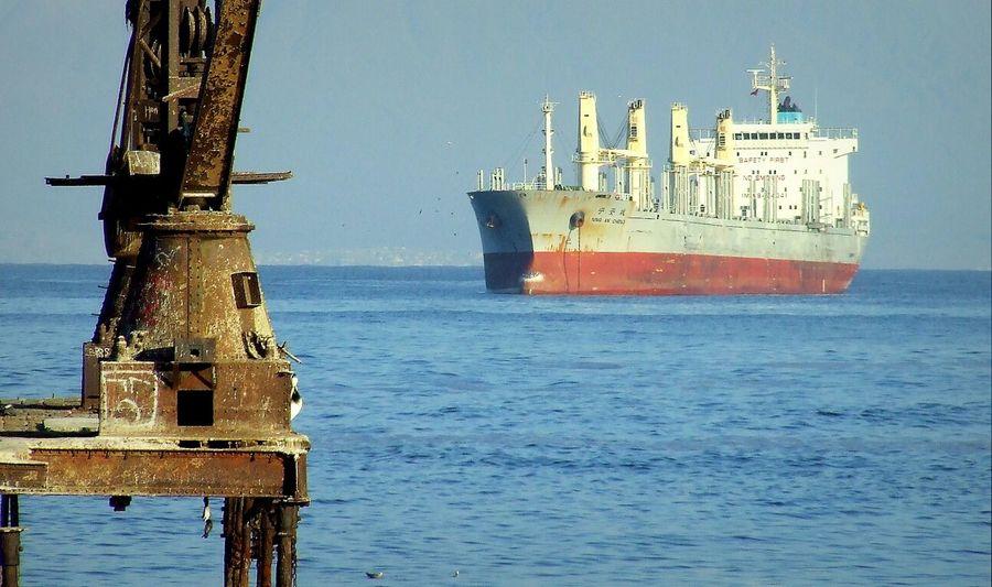 Llegando al Puerto - Arriving at the port Enjoying The Sun Antofagasta Machines Sea