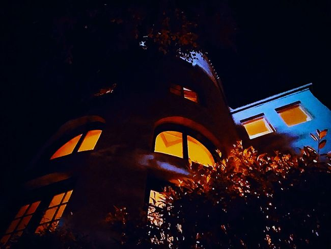 Residential Building Residential Structure Archedwindows Arched Windows Warm Lights Warmlights Bushes Windows Windowporn Lookingup Looking Up Nightphotography Night Photography Light And Darkness  Light And Dark Darkness Round Shape Round Shape Roundness Nightsky Night Sky Architecture Building Exterior Sky Built Structure Arch