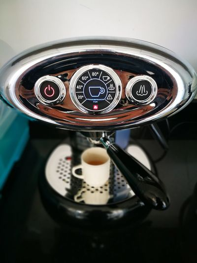 Hello Wall-E EyeEmNewHere Capture The Moment Lifestyles Coffeemachine CoffeeAddice Coffeetime
