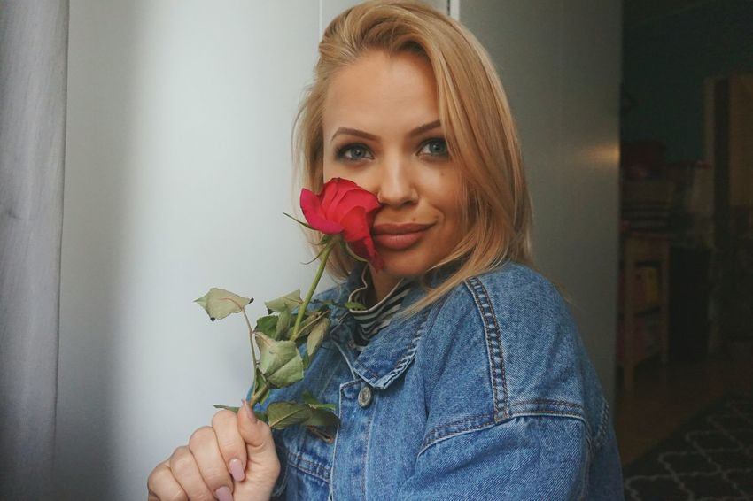 Beauty&thebeast Bella Blonde ♡ Russian Girl Smiling Portrait Beautiful Woman Blond Hair Women Flower Rosé