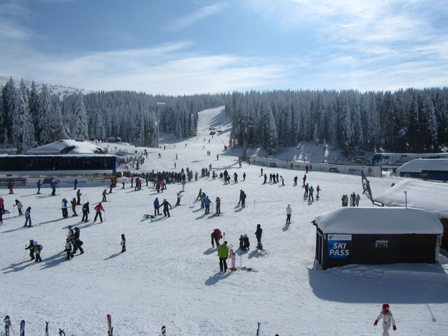 Aroundtheworld Tourist Attraction  Travel Destinations Travel Vacation Time Kopaonik Serbia Skiing Ski Center Skiing 🎿 Snow People Peolephotography Day Sunny Day Sky EyeEmNewHere Connected By Travel