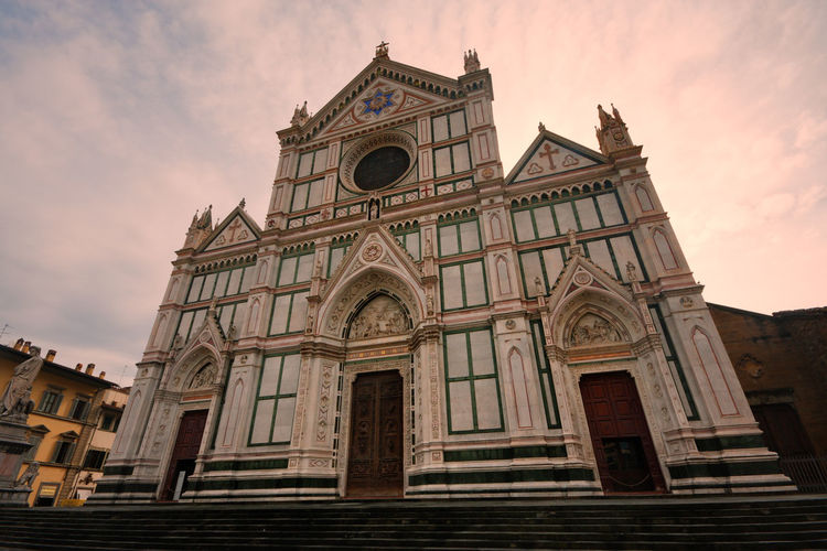 Santa Croce Cathedral in Florence (Italy):low angle view Florence Florence Italy Firenze Italy Italian Santa Croce Santa Croce Cathedral Santa Croce Church Church Cathedral Tuscany Low Angle View Landmark Travel Destinations Architecture Building Exterior Built Structure Place Of Worship Religion Façade No People Famous Place