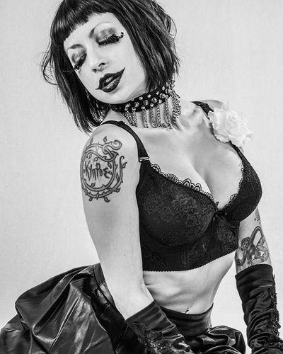 Sadiemayglutz Studioshots Burlesque Blackandwhite Tattoo Tattoogirl Sexy