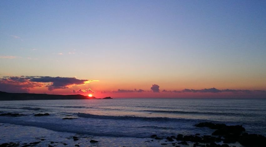 Another photo from the same eveningas my previous photo Sunset Sea Outdoors Scenics Landscape Sunsets Huaweip9photos Huawei P 9 Sunsetporn Sunsetlove Atlantic Ocean Mother Nature Tranquil Scene Sky Sunlight Beauty In Nature Cornwall Uk Beaches Beauty In Nature Nature Seascape