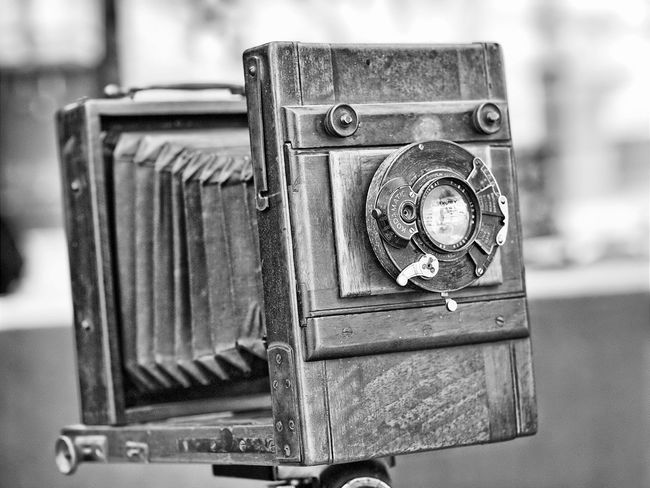 Old-fashioned Camera - Photographic Equipment Retro Styled Photography Themes Close-up Single Object Focus On Foreground No People Antique Technology Indoors  Day Camera - Photographic Equipment Lens - Optical Instrument Lendscapephotography Antique Antiques Antique Shop Antique Camera