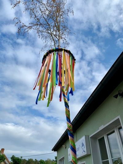 Maytree Maytree Maibaum Sky Cloud - Sky Low Angle View Hanging Architecture Built Structure Decoration Celebration Multi Colored Building Exterior Nature No People Day Event Outdoors Celebration Event Lighting Equipment