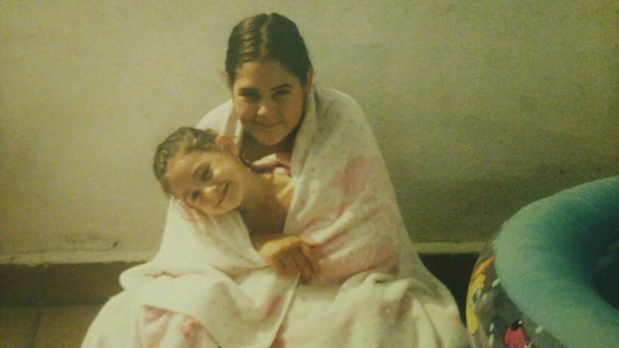 Me and my big sis as kids😍, loving this pic Togetherness Love Two People Smiling Sisterlove Sisterhood Sister Sister Love ♡ Sisters♡ Sis Sisters Big Sister Lil Sister Love Big Sis Big Sister Children Photography Childhood Childhoodmemories Childhood Memories Sunny Day Towel