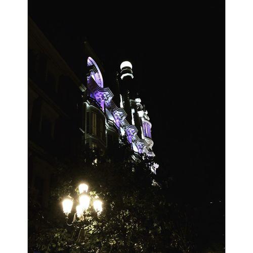 🎵 Madrid, maquillée de strass... Hanging Out Plazasanangel Bynight Madrid Madridista