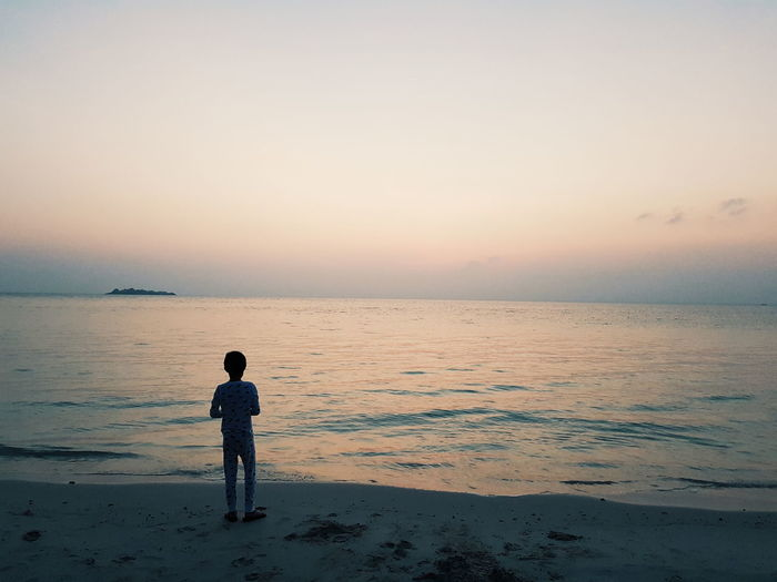 Child on the beach Beach Beachphotography Beach Life Beach Day Beachlife Peace Peaceful Alone Lonely Loneliness Morning Walk Dask Sky Boy On Beach 1 Boy A Boy Boy On Beach
