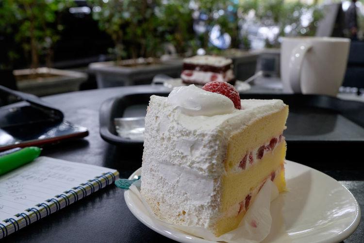 スターバックス台北欣欣百貨店 Cafe Cake Dessert Food Food And Drink Fujifilm Fujifilm X-E2 Fujifilm_xseries Starbucks Strawberry Sweet Food Taipei Taiwan カフェ ケーキ スターバックス 台北 台湾 欣欣百貨 苺