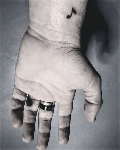 💉 Tattoo Tattooed Mini Tinta Sign Music Tattooart Taking Photos Firtstatto First New Buenosaires Hand Blackandwhite Nice Argentina Photography Argentina