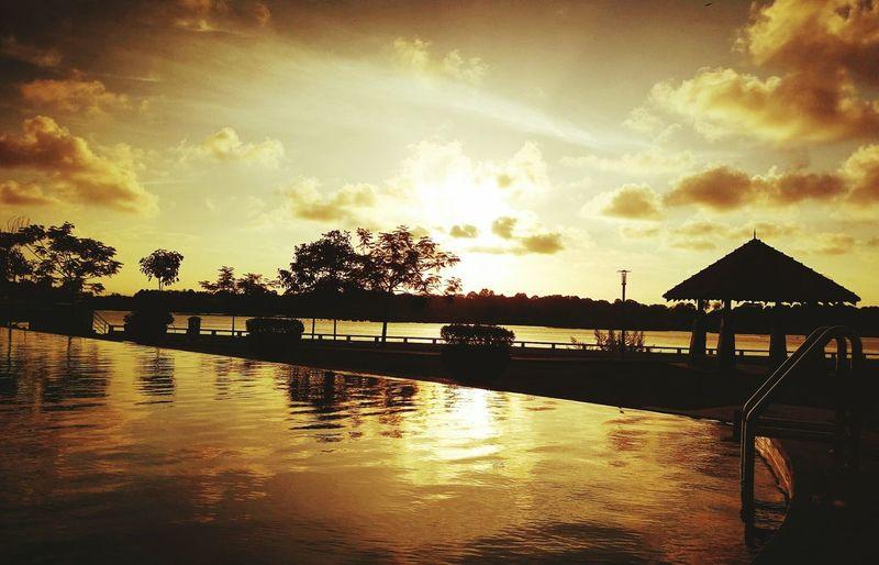 Golden sun beckons... First Eyeem Photo Hidden Gems  Goldensunspot Sunset Sky And Clouds Skyporn