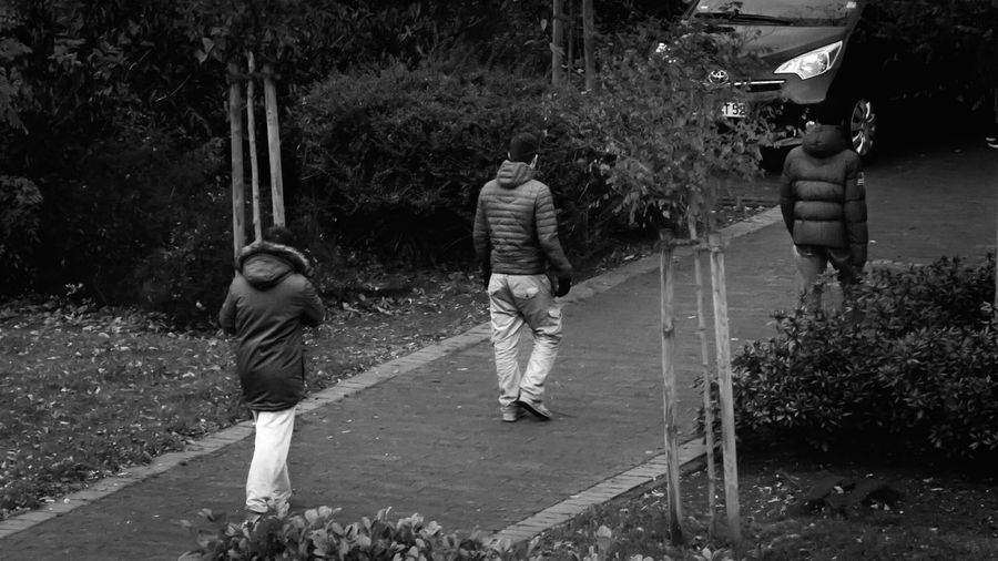Playing around with a vintage zoom lens. :) Taking Photos Streetphotography Everybodystreet Streetphoto_bw Street Urban Kids Walking Capture The Moment Eye4photography  EyeEm Best Shots - Black + White B&w Street Photography Walk The Line Autumn Mirrorless Sony