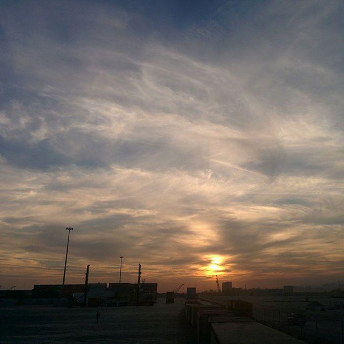Shahid Rajaee Port BandarAbbas Sunset Mustseeiran Irantravel Hormozgan Terminal2 Sina .co اسکله رجایی بندرعباس غروب ترمینال۲ سینا