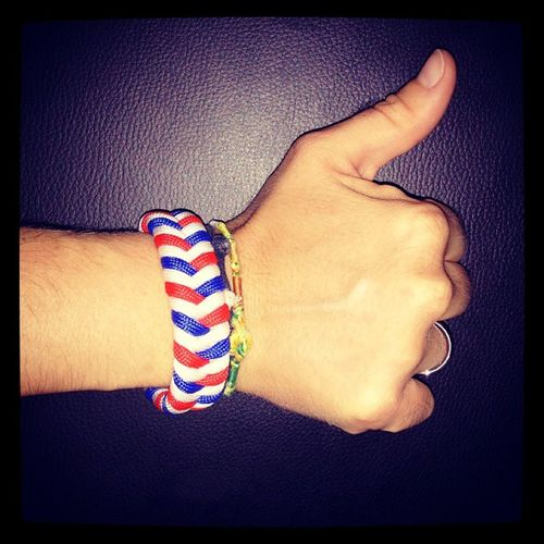 Nouveau bracelet en paracorde. Fière de porter le drapeau français ! Bracelet Paracorde Paracord Bracceletdesurvie survivalbracelet braceletparacord france francais couleur color fierte fiere pride bleublancrouge liberte egalite fraternite