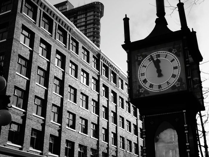 Simetry School Life  Vancouver Clock Taking Photos Clock Watching Vapor Clock