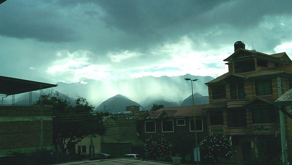 Son tus montañas mi llajta... My Country In A Photo Hole In The Sky