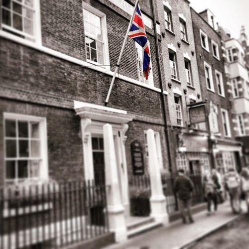 London. Always. IgersOfLondon London Londra Flag Unionjack OldButStillGold Momenti Soho Sohosquare Instalike Igerslondon