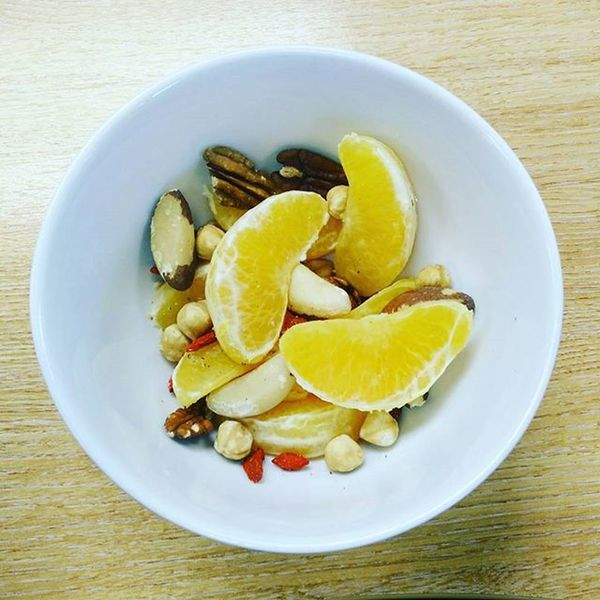 More simple food to snack on: mixed nuts with orange + a few goji berries 😋 Simplefood Fruitandnuts Cleaneating Healthyfood Fitness Fitfam Healthy Nom Simplesnack Vegan Veganfoodshare