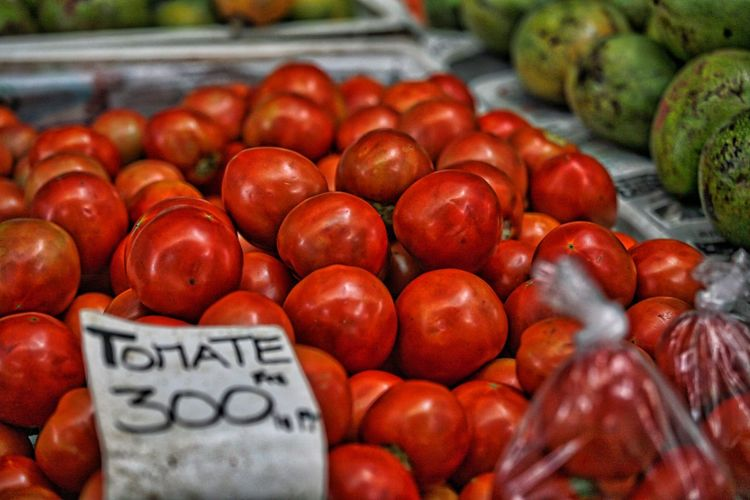Fresh Tomatos for sale in Papeete EyeEm Selects Healthy Eating Food Food And Drink Fruit Freshness Wellbeing Market Vegetable Retail  Large Group Of Objects Abundance Market Stall Red Tomato For Sale No People Still Life Close-up Business Day