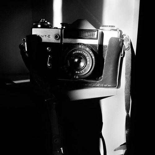 авторскиеоткрытки фотики винтаж винтажные_камеры Bnw_captures Bnwfoto Bnw светотень минимализм Minimalism Bnw_dark
