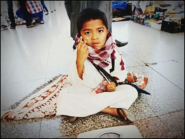 Not peace, he just says 2 riyal... Peace World Good First Eyeem Photo EyeEm Best Shots Art, Drawing, Creativity Art Help