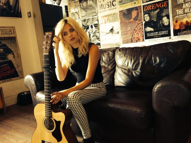 Beautiful Woman Blond Hair Charts Female Singer Guitar Music Musical Instrument Nina Nesbitt One Woman Only Singer And Artist Singer/Song Writer Sitting Songs