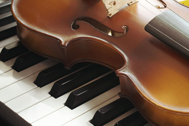 Piano keyboard with violin,top view Musical Instrument Musical Equipment Music Arts Culture And Entertainment Piano Piano Key Indoors  No People High Angle View String Instrument Close-up Wood - Material Black Color Still Life Violin Musical Instrument String Keyboard Instrument String Brown In A Row Keyboard Grand Piano