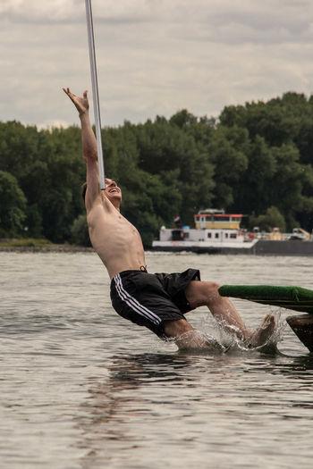 Brauchtum DLRG DLRG Nackenheim Fischerstechen Kisselwörth Rhein Rheinland-Pfalz  Wettkampf Day Lifeguard  Nass Outdoors Sport Sports Turnament Turnier Wasser