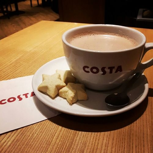 A warm drink during a cold rainy weather is such a bliss~ | Costa Drinking Hot Chocolate star Shortbread Shortbreadcookie