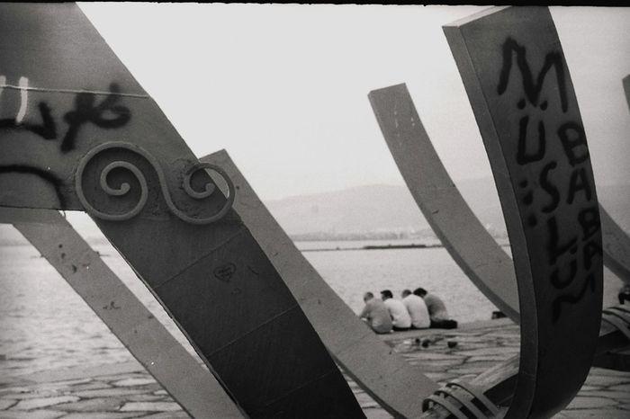 Zenit-ET Filmisnotdead Analogue Photography Analog Photography Analog Camera Ilfordpan100 Helios 44-2 Black And White İzmir Konak 35mm Film