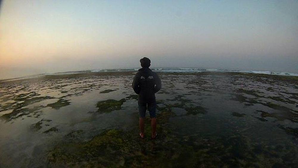 Dan masih kokoh berdiri hingga matahari datang . Begitu pula dirinya. . . . Goodmorning Bpro5alpha Visitjogja Jogja Indotravellers